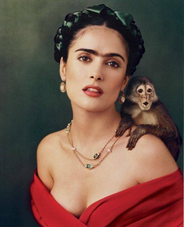 Сальма Хайек в образе Фриды Кало. 2002 год.Фото: Энни Лейбовиц.