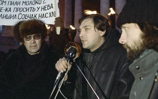 Журналист Александр Невзоров на митинге в Санкт-Петербурге, декабрь 1991 года.