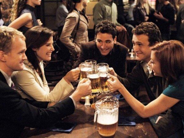 Каст «Как я встретил вашу маму» снова встретился в том же баре, который показывали в сериале