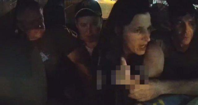 Неадекватная и пьяная женщина в такси
