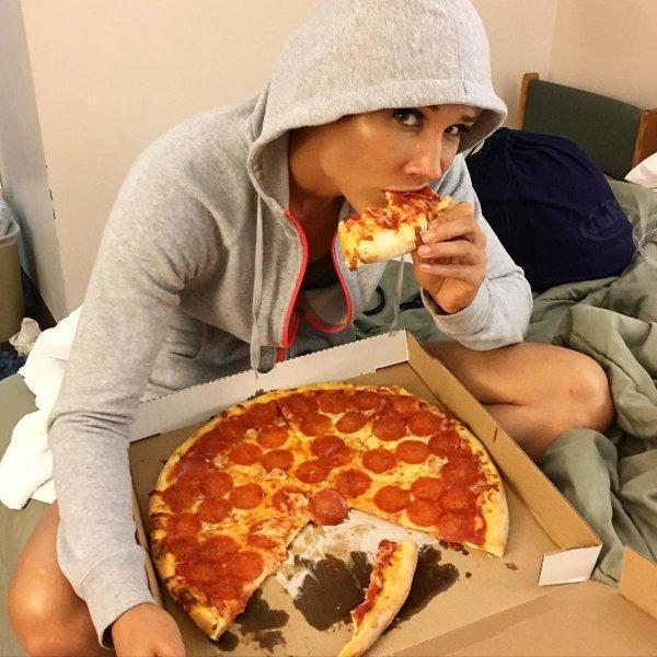Кто сказал, что спортсмены всё время сидят на диете?