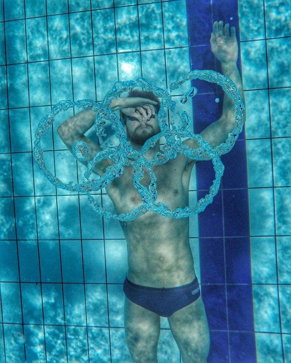 Пловцы по-своему выражают радость от Олимпиады