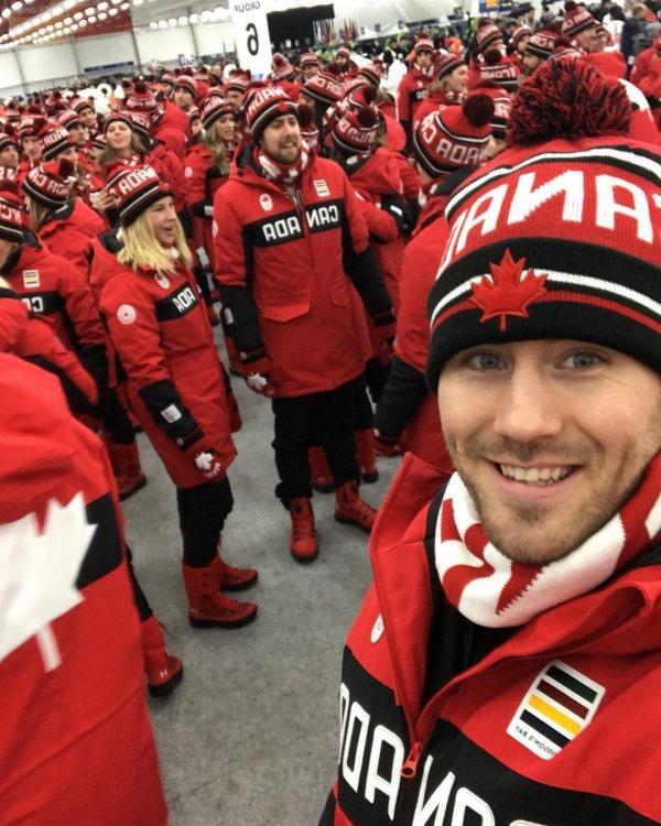 Канадская сборная в одинаковой форме выглядит как армия клонов