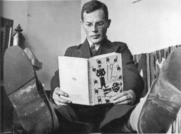 Илья Ильф и его (в соавторстве с Евгением Петровым) 12 стульев. 1920–е