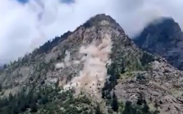 Каменная лавина сошла в Киннауре в Гималаях