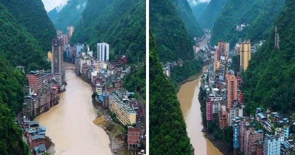 Очень длинный китайский город на реке Наньсихэ в провинции Юньнань