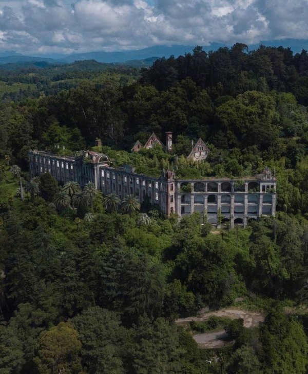 Заброшенный дворец князя Смецкого, Гульрипш, Абхазия