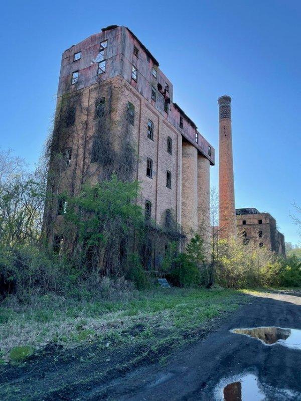 Заброшенный завод по производству виски, западная Пенсильвания