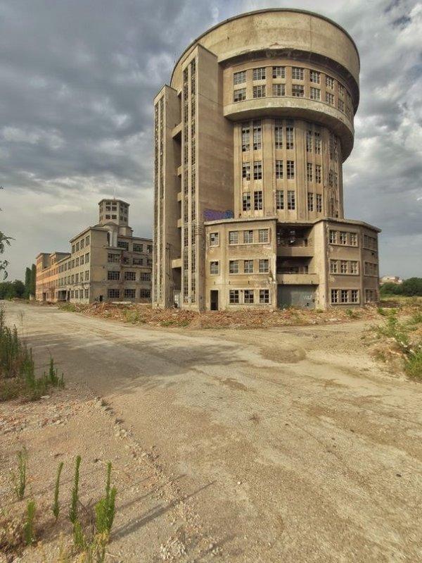 Заброшенный завод по производству спирта в Италии