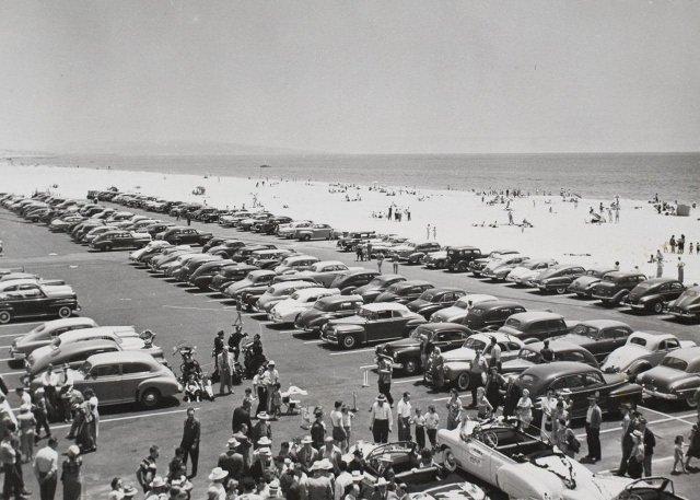 Парковка рядом с пляжем в Калифорнии. США, 1952 год