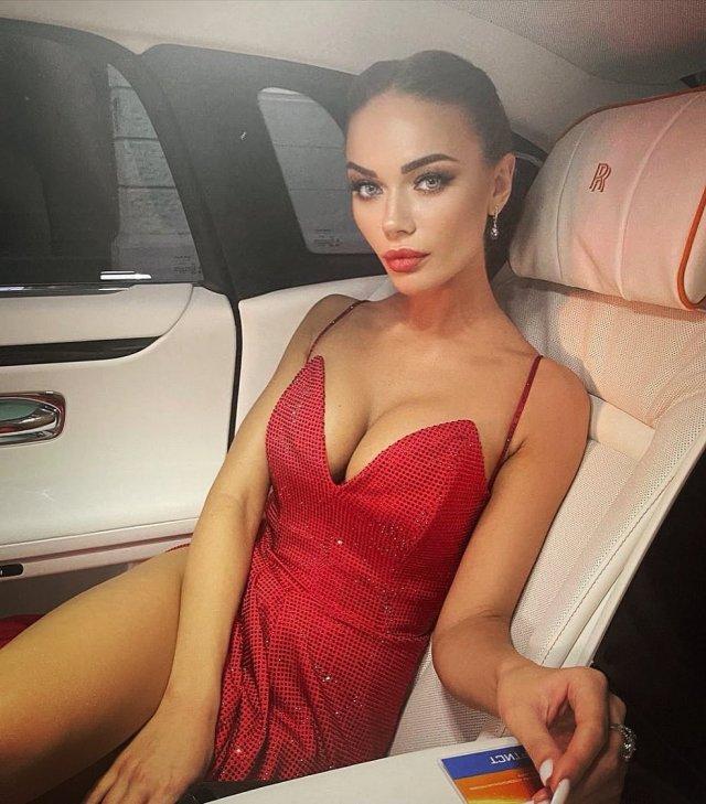 Звезда шоу «Однажды в России» Яна Кошкина показала кадры с отдыха