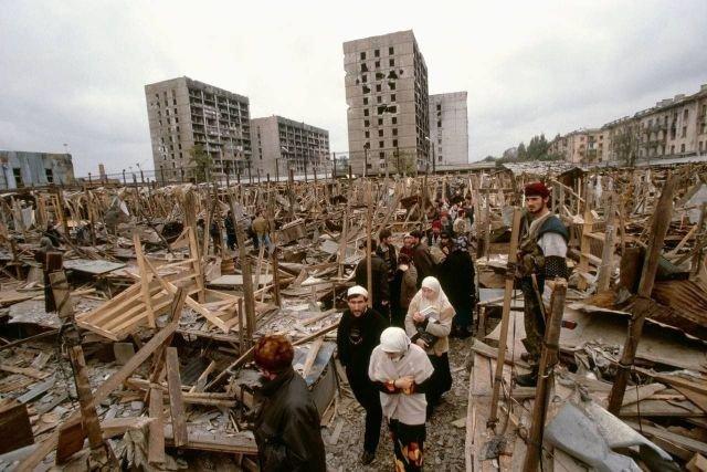Центральный рынок спустя неделю после ракетного удара, Грозный, 1999 год.