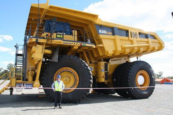 Как меняют колёса огромным машинам типа БелАЗа