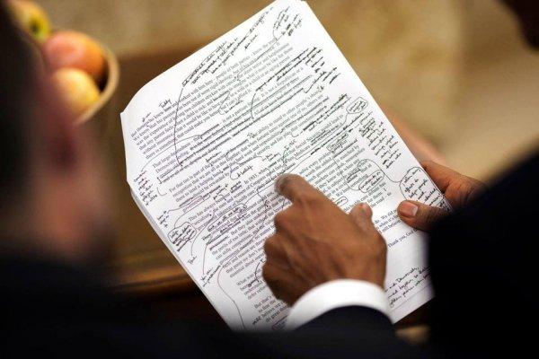 Как Барак Обама, будучи президентом, редактировал написанную для него речь