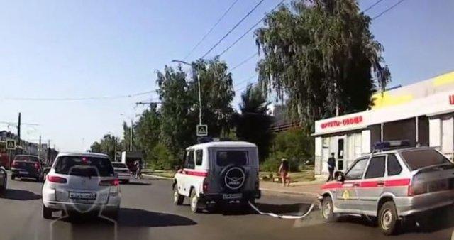 Неудачная буксировка машины в исполнении сотрудников Росгвардии