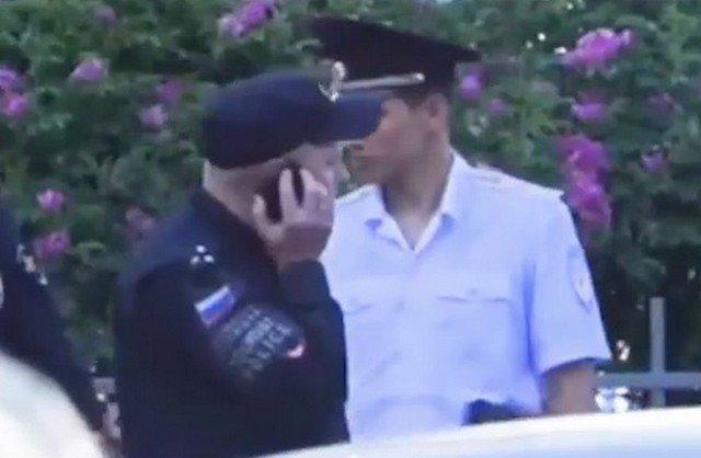 TikTok головного мозга: пранкер Сергей Чепкасов опубликовал новые ролики с полицейской форме