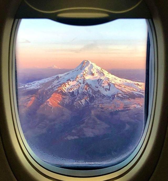 Вулкан Худ из иллюминатора
