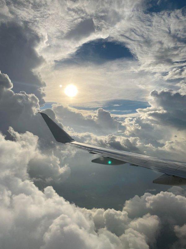 «Возможно, самая крутая фотография, какую я когда-либо делал из окна самолета»