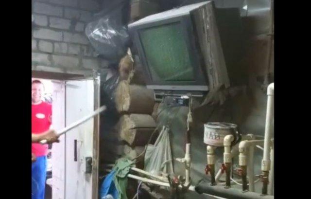 """Починил телевизор """"народным"""" методом"""