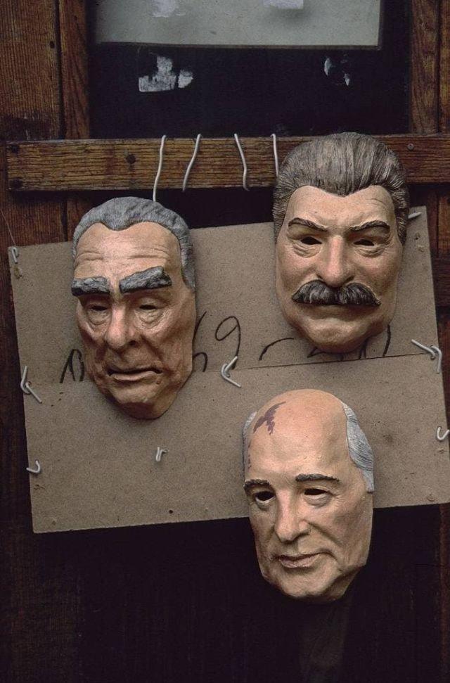 Масочный режим: продажа масок в Москве в феврале 1990 года.