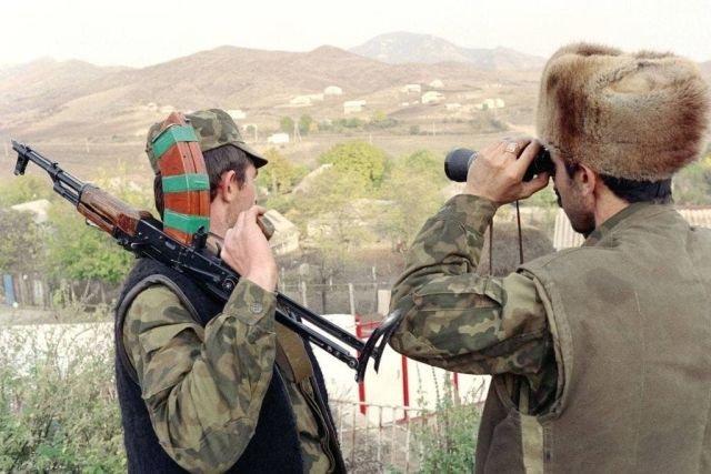 На фото конфликт в Нагорном Карабахе, предположительно ноябрь 1991