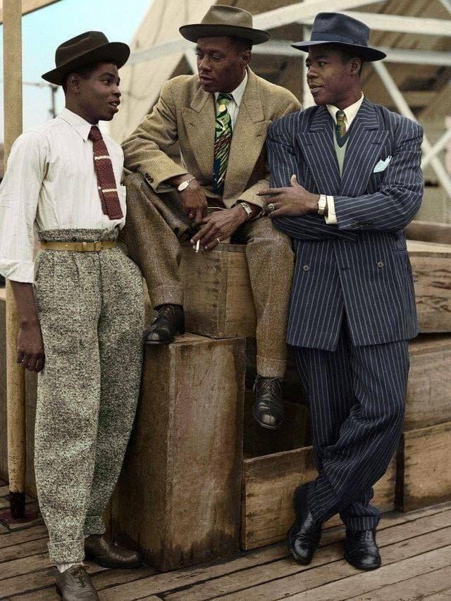 Трое мигрантов из Карибского бассейна прибывают в Великобританию, 1948 год