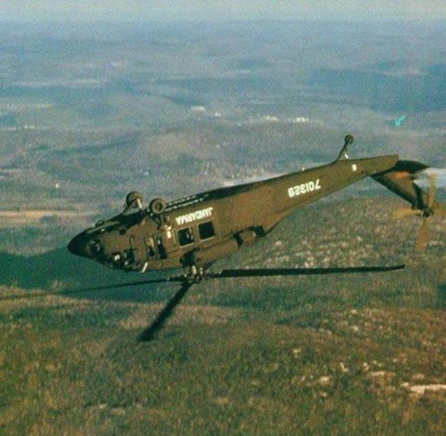 """Турки впервые выполнили """"мёртвую петлю"""" на вертолёте «Блэкхок». 1983г."""