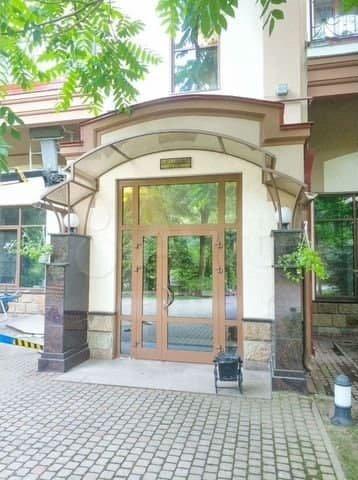Две квартиры блогера Юрия Хованского, который сидит в тюрьме, выставили на продажу
