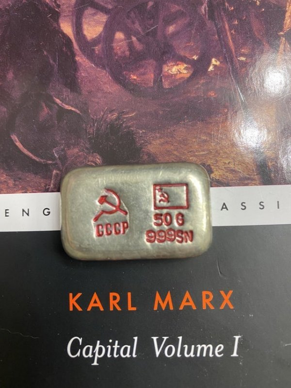Кусок металла из СССР, на нём есть надписи 50g и 999sn