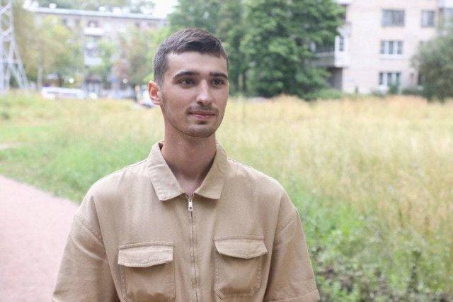 Тиктокер Савелий Машковцев метает дротик в карту и идет убирать городские улицы в Петербурге