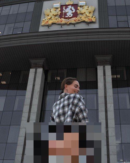 Суд арестовал Елену Никифоровскую, снявшуюся полуобнаженной на крыльце отдела полиции Екатеринбурга