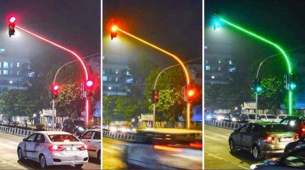 Цвет светофора демонстрируется даже на опоре