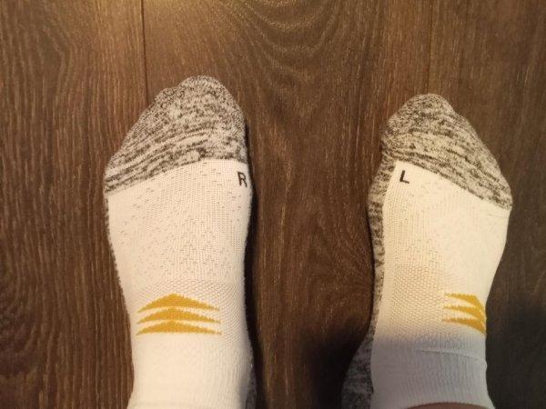 Чтобы наверняка: левый и правый носок подписаны