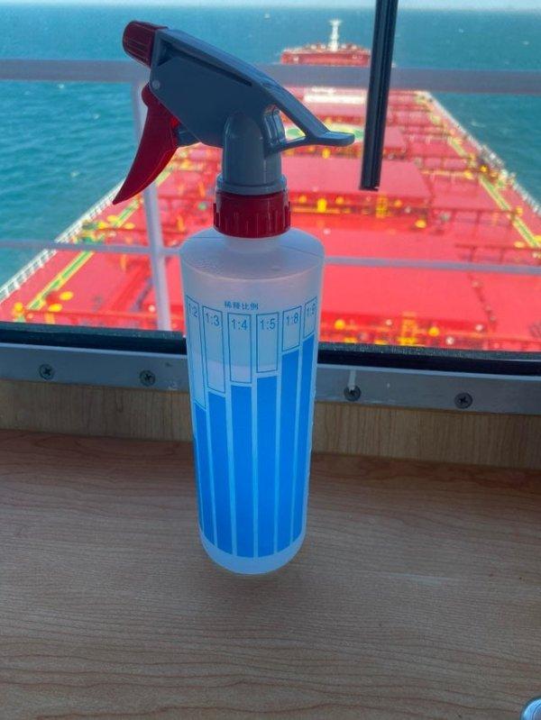 Ёмкость, на которой видно, сколько воды надо добавить для нужной концентрации