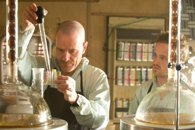Брайан Крэнстон в самом деле научился варить метамфетамин для роли в сериале «Во все тяжкие» (2008-2013)