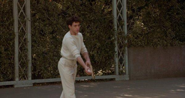 Роберт Дауни-младший учился держать теннисную ракетку и играть на скрипке левой рукой для фильма «Чаплин» (1992)