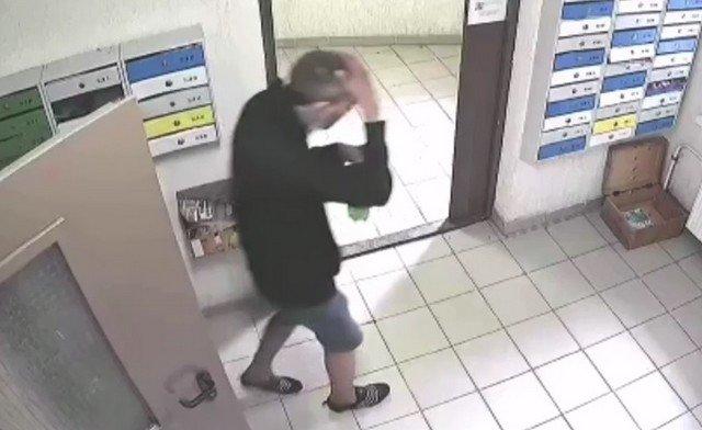 Алексей из Кудрово устроил бой с дверью