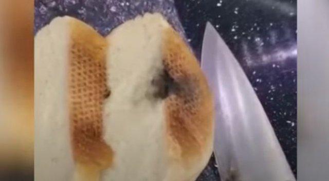 У женщины с Сахалина хлеб взорвался прямо во время нарезки