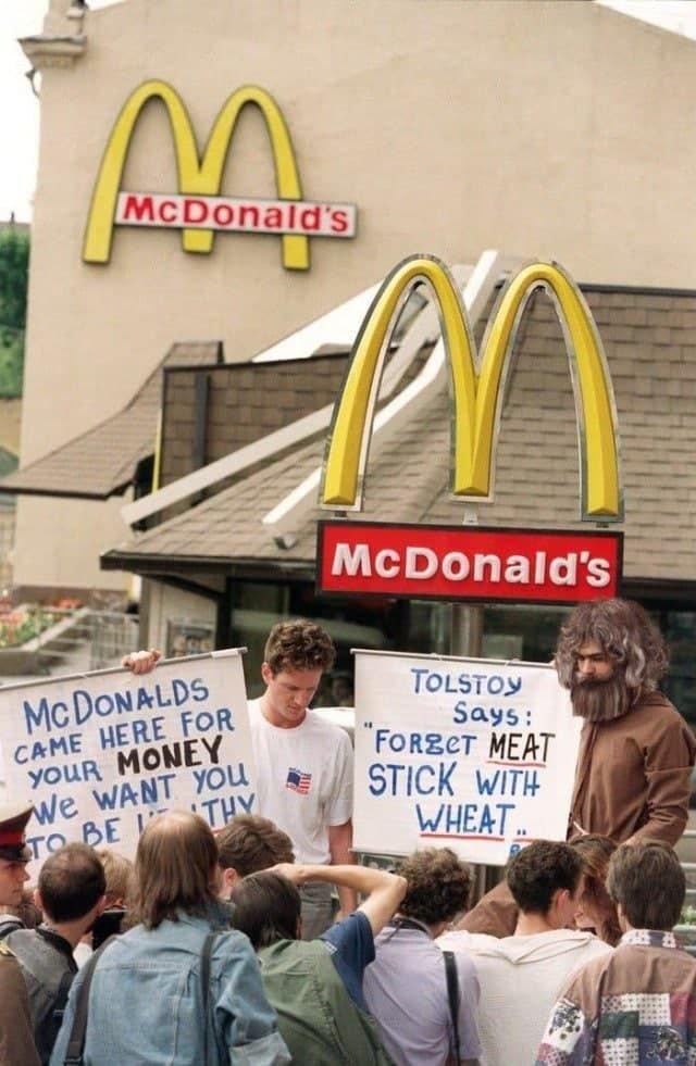 Активисты по защите прав животных из США. Москва, 1992 год