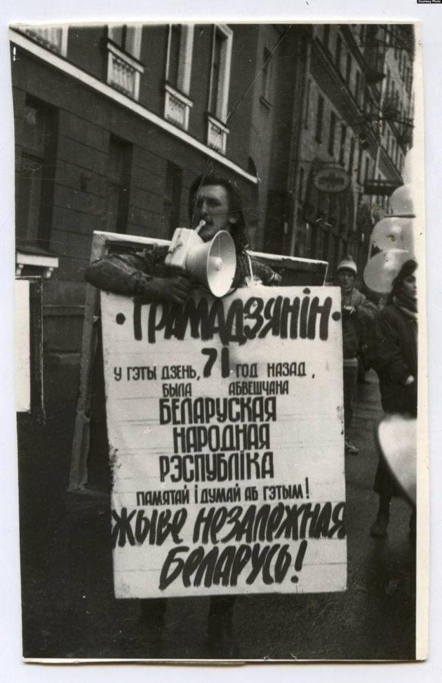 Белорусский художник Алесь Пушкин на акции 25 марта 1989 года.
