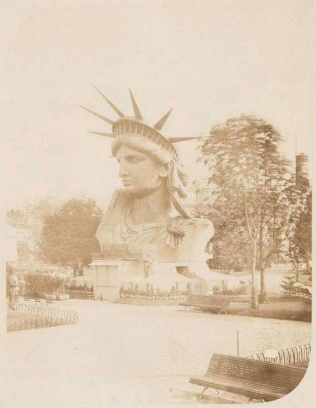 Голова статуи Свободы в парижском парке. Франция, 1883 год.