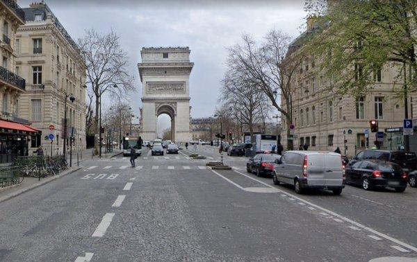 Триумфальная арка, Париж. Вид сбоку