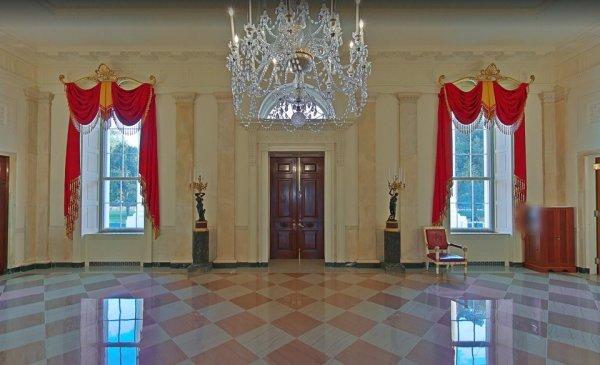 Входная дверь в Белый дом, вид изнутри