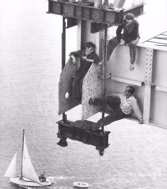 Перекур на стройке моста в новозеландском Окленде, 1950 год.