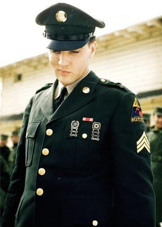 Элвис на военной базе в Германии во время прохождения службы, 1960 год.