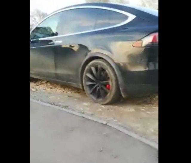 Безумная и смешная реакция маленького паренька на Tesla Model X