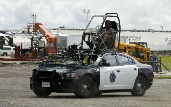 Вот так происходило управление полицейской машиной на съемках фильма «Терминатор: Генезис»