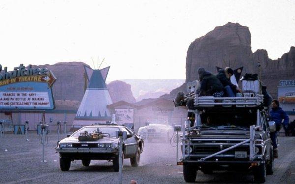 Так снимали легендарную сцену из фильма «Назад в будущее — 3», когда Марти Макфлай должен был переместиться в 1885 год