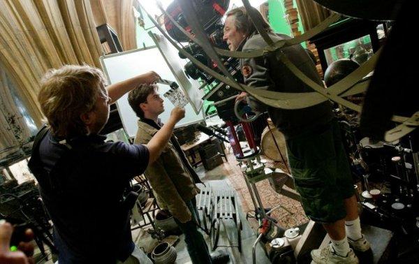 Дэниел Рэдклифф на съемках фильма «Гарри Поттер и Дары Смерти. Часть 2»