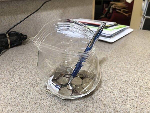 Стеклянная банка в форме раскрытого пакета с герметичной застёжкой